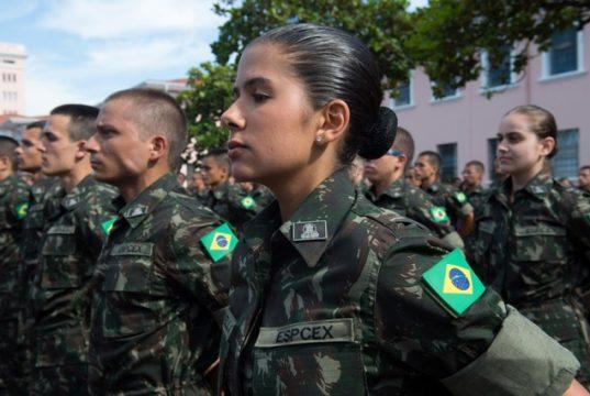 Serviço militar aberto às mulheres está em discussão no Senado
