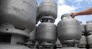 Moradores reclamam da falta de gás de cozinha e preços abusivos em Carapicuíba, Osasco e região