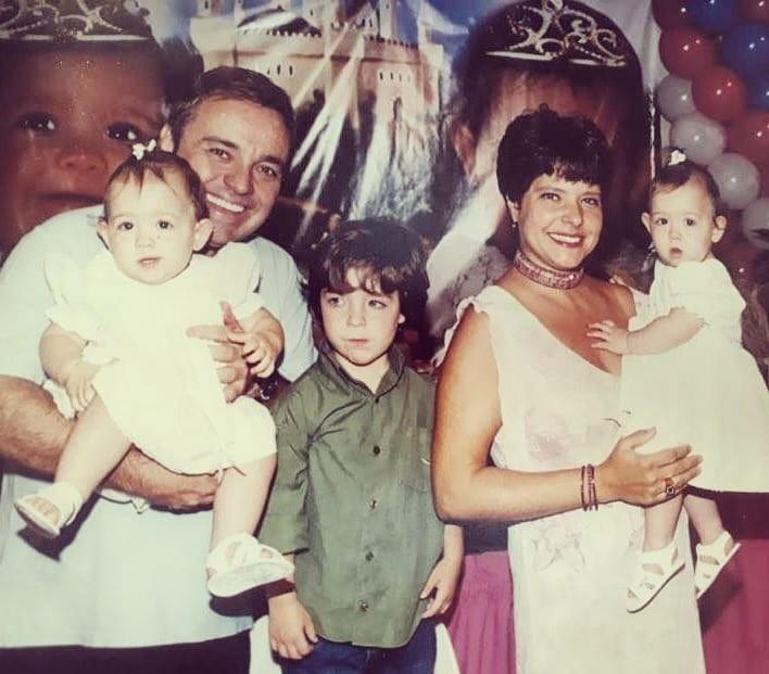"""""""saudade"""", diz Rose Miriam ao postar foto com Gugu e os filhos"""