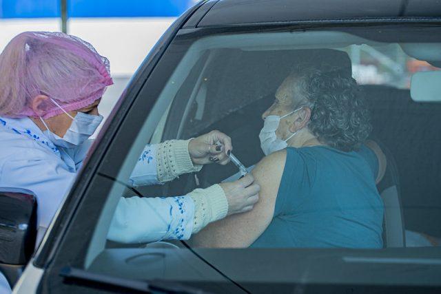 Drive-thru vacinação contra a gripe em frente a prefeitura_Vagner Santos (6)