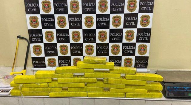 Traficante é preso com 21 tijolos de maconha em Carapicuíba