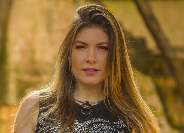 cantora lucyana villar fará live solidária