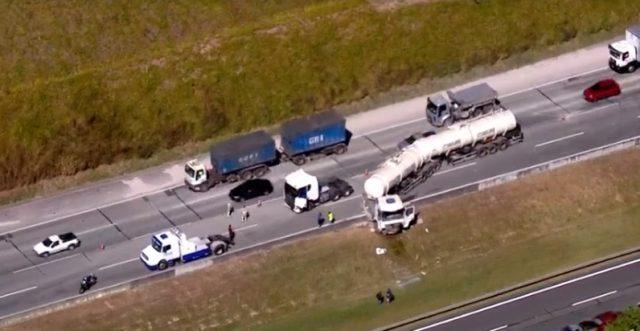 Acidente entre caminhões provoca congestionamento no Rodoanel entre Osasco e Barueri