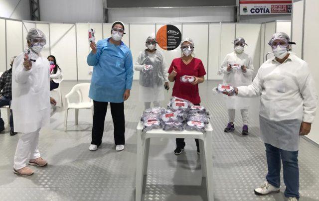 Centro de Combate ao Coronavírus de Cotia recebe doação de 200 óculos protetores