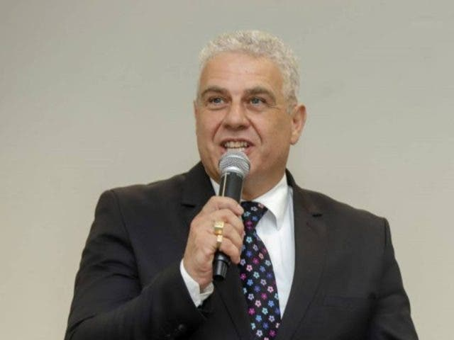 Paulo Contim teve alta hospitalar e se recupera da covid-19 em casa