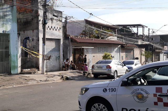 Homem é morto pela irmã com golpe mata-leao em Carapicuíba