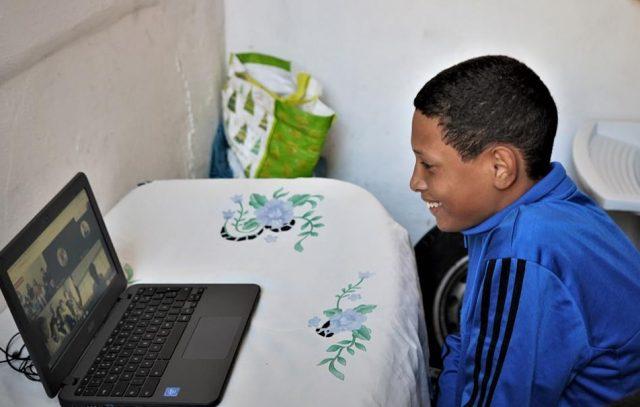 Mais de 2 mil alunos de Barueri vão receber computador e internet grátis em casa