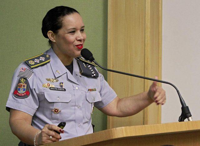 Primeira mulher no comando do 14º Batalhão da PM recebe homenagem na Câmara de Osasco