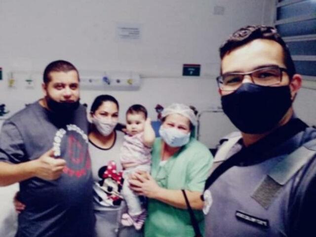 PMs salvam a vida de bebêde dez meses em Osasco
