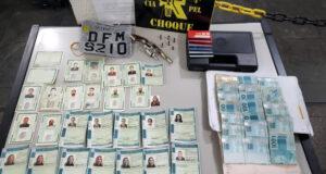Polícia apreende R$ 19 mil, arma de fogo e documentos falsos em Carapicuíba